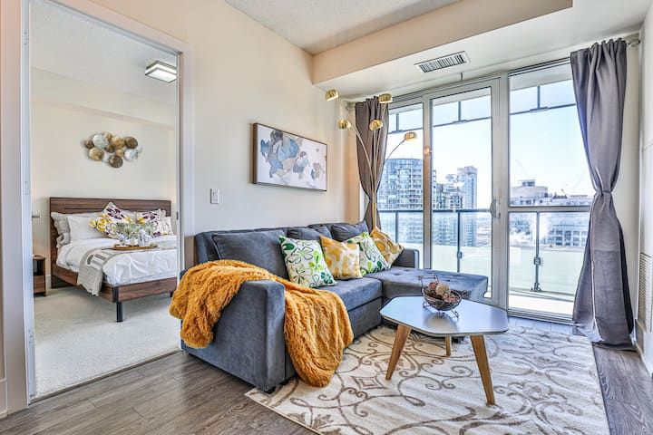 Charming Executive Suite on Front