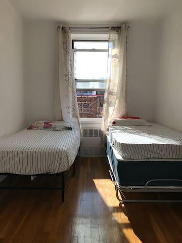 Comfortable room in Queens
