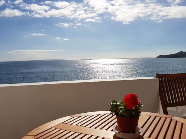 1 bedroom apartment, sea views right on the beach!