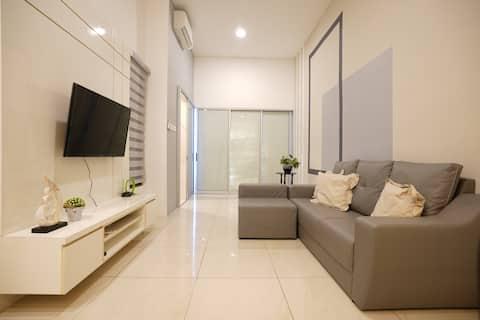 Pinstay Radiant Suites @ ITCC Manhattan Suites