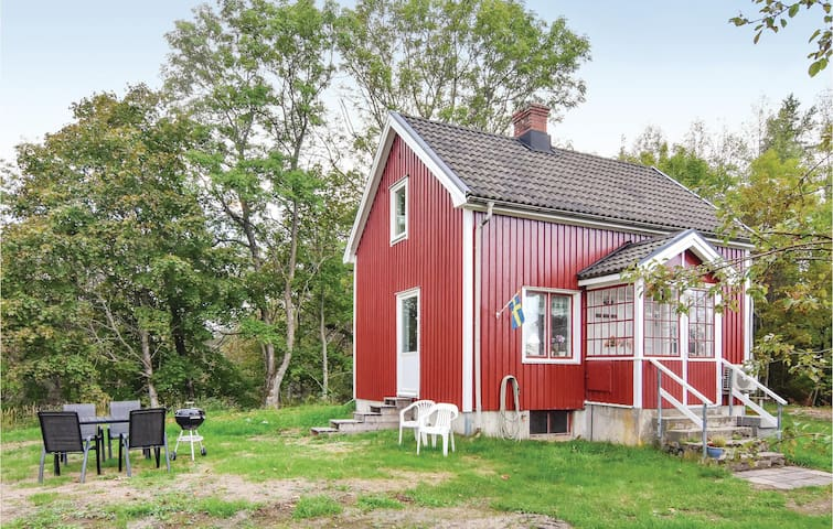 Holiday cottage with 2 bedrooms on 57m² in Bäckefors