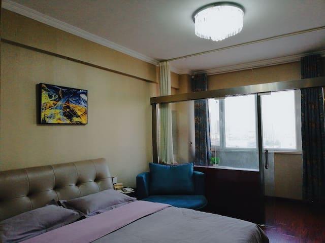 京都商城舒适大床房近剧院金鼎市医院三中一中外国语聊城大学
