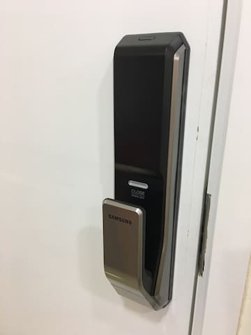 Samsung Password Door Lock. 三星密码大门锁