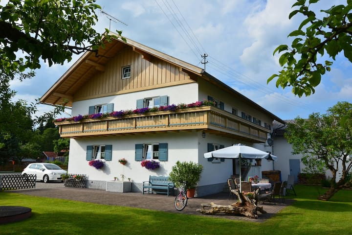 Beautiful child- and family-friendly apartment with balcony in the Pfaffenwinkel region