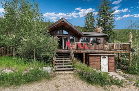 Cozy Cabin with Views, Hiking, Skiing, Red Rocks
