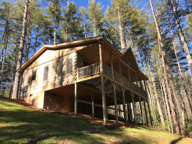 New secluded Cherry Log cabin!