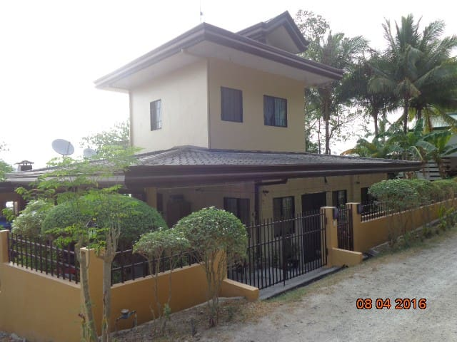B-Beautiful Beachfront Apartment, Picturesque View - Island Garden City of Samal - Haus