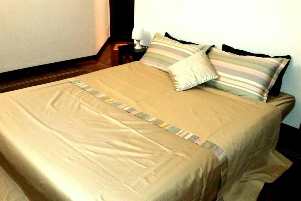 Divano letto aperto da 180 aperto nel soggiorno