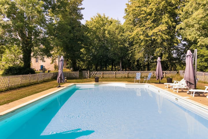 Heritage Castle in Chaleix with Shared Pool