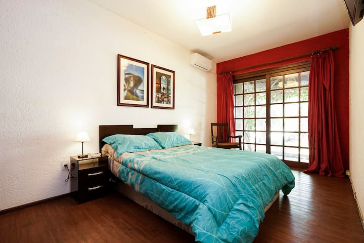 Habitación en casa con piscina - Montevideo
