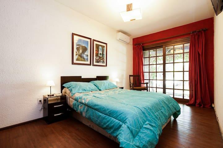 Habitación en casa con piscina - Montevideo - Villa