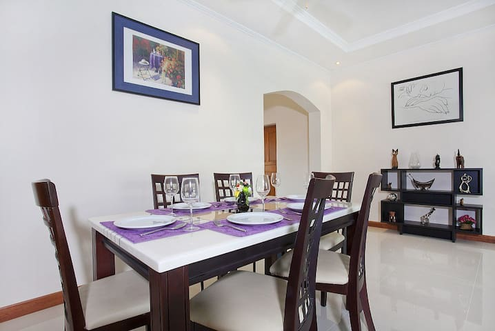 The Chase 8   Spacious 4 Bed Pool Villa with - Pattaya - Villa