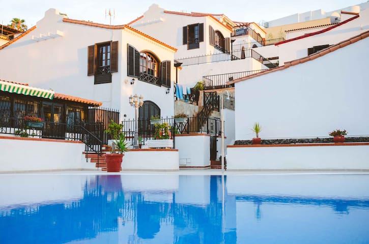 COSTA ADEJE VILLA BLANCA quiet safe fantastic view - Costa Adeje - Villa