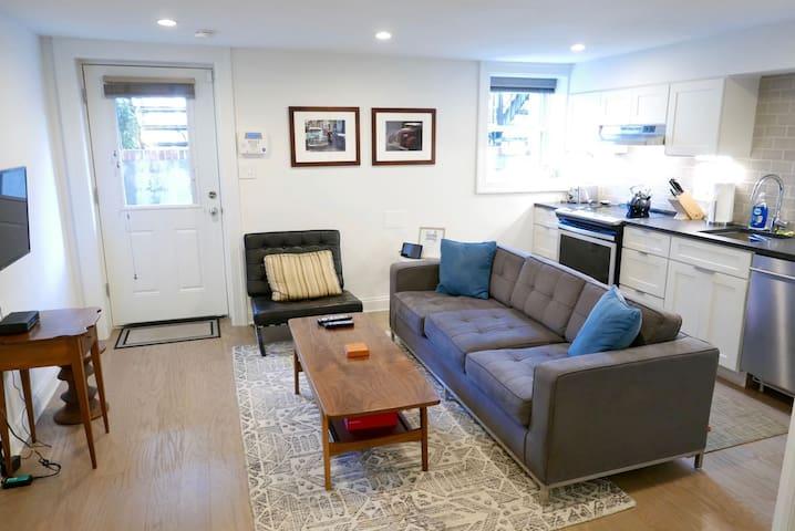Historic Shaw/LeDroit Park Gem ~ 1 Bedroom on U St!
