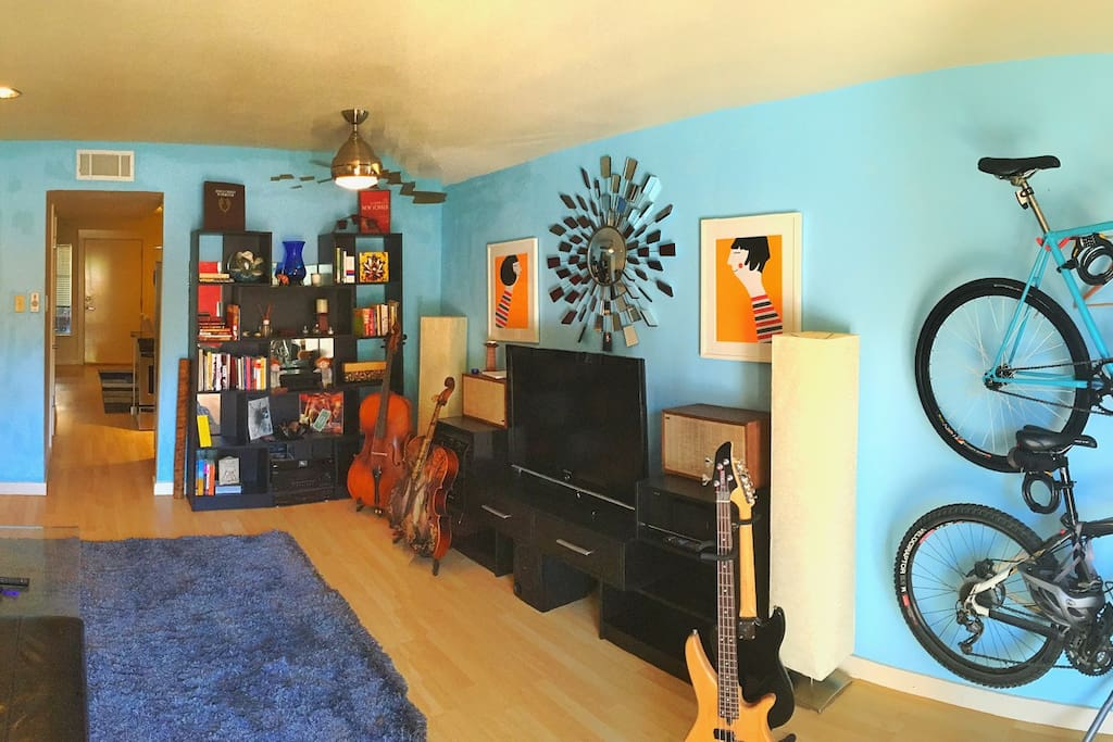 Here's a panoramic view of the living room.