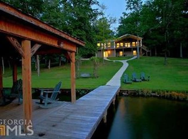 Lake Sinclair Sleeps 14 near Milledgeville/Oconee