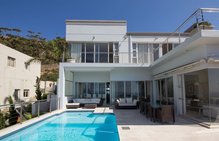 Luxurious 4 bed House with pool and best views