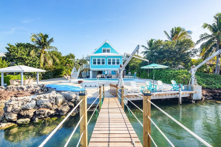Gorgeous Gulf front home with dock, private pool, and gas grill!