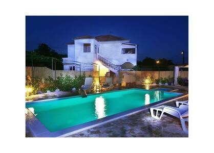 Villa Roza 2 Dograde