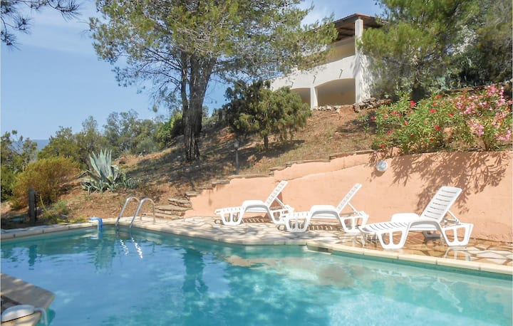 Awesome home in Pierrerue with WiFi, Outdoor swimming pool and 3 Bedrooms