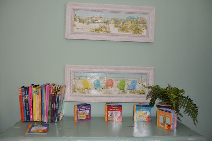 There are lots of books in the kids room