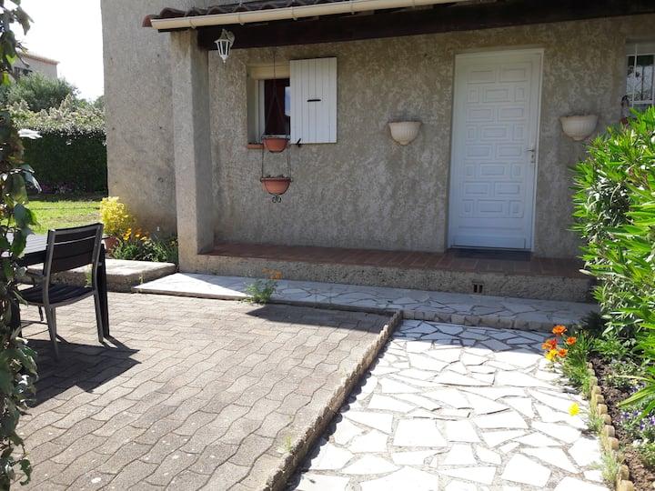 Villa 4 couchages à Sainte Tulle en Provence. 04