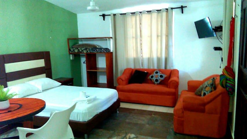 Habitación céntrica muy cómoda con AC #2