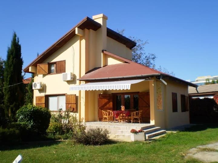 Villa with 4 bedrooms in Varna, with enclosed garden and WiFi - 450 m from the beach