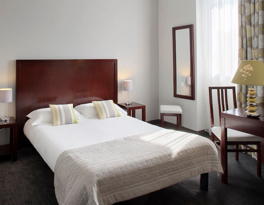 Double room with refined interior design + FREE WIFI