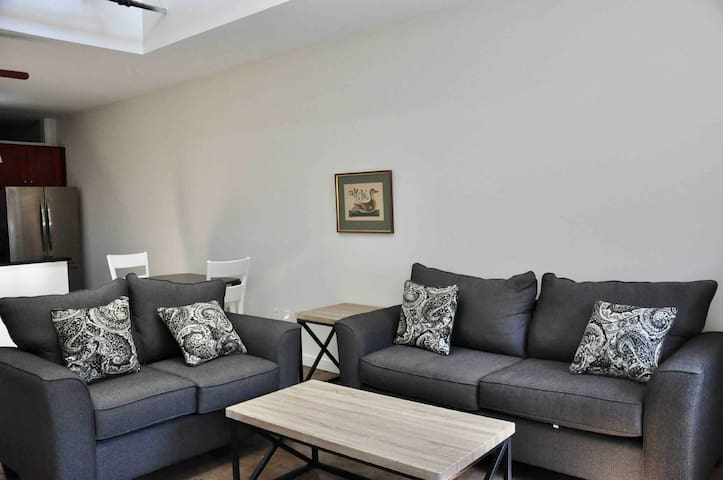 Skylit loft w/ quick walk to downtown attractions