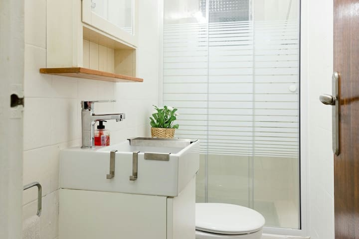LUX DOUBLE SIZE WT BATHROM IN SUITE - Barcelona - Appartement