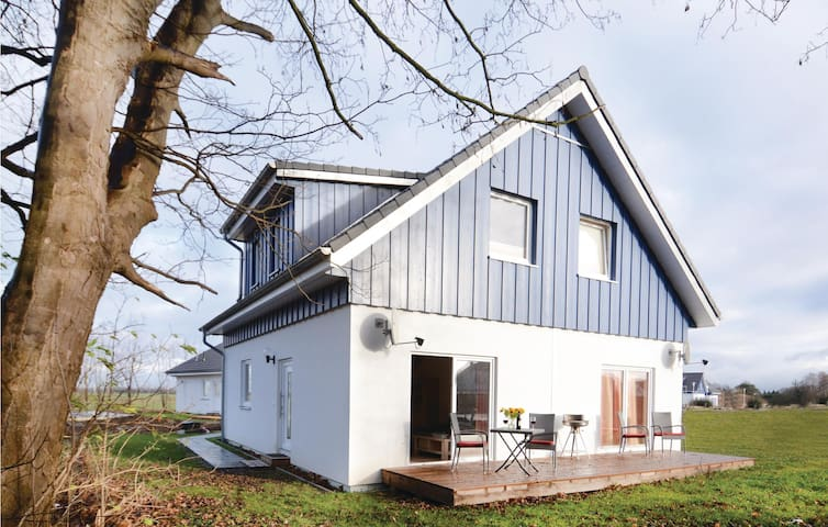 Semi-Detached with 2 bedrooms on 65m² in Altefähr/Rügen