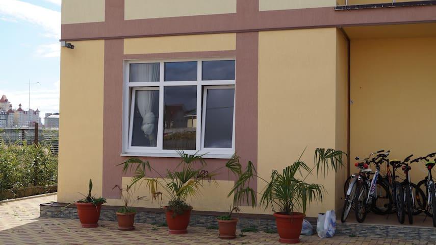 уютная однокомнатная квартира - Verkhne-Imeretinskaya Bukhta - Apartamento