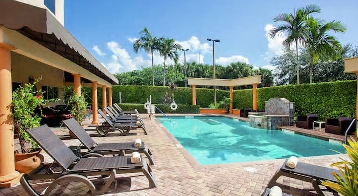 🌸☕️#1 Luxury King suite w/FREE Breakfast & Pool