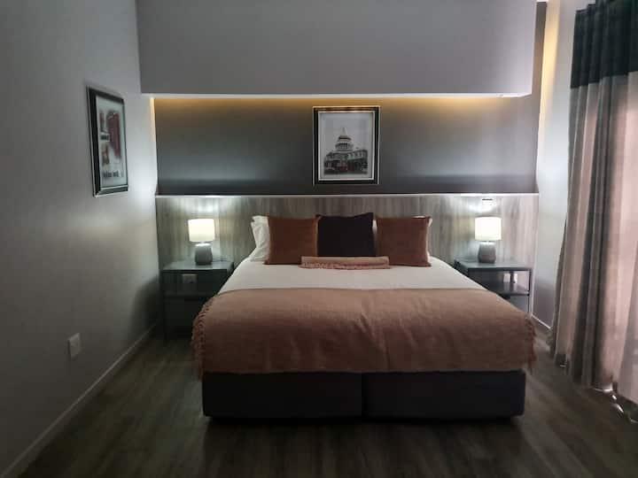 La Orchard Hotel Room 2