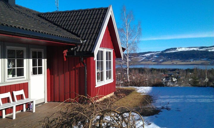 Gjøvik / Biri hjem med utsikt over Mjøsa