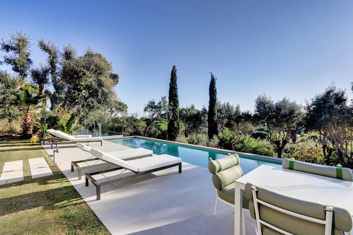 Villa Leona / Luxurious and Modern Villa in Ramatuelle with sea View