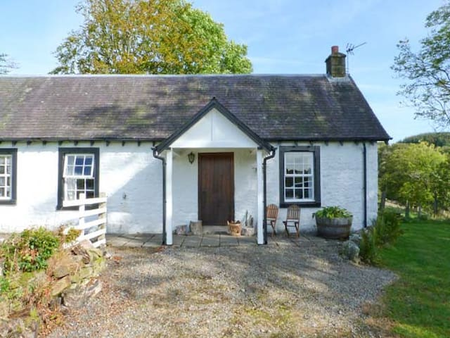 HOLMFOOT COTTAGE, pet friendly in Canonbie, Ref 905937