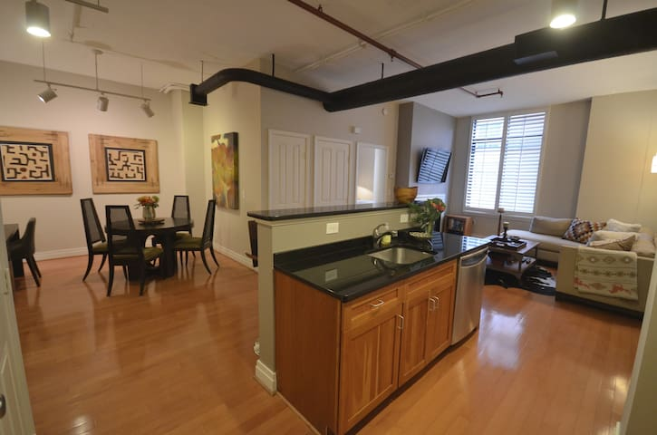 Clarendon Condo 2BR/2BATH w/parking - Arlington - Huoneisto