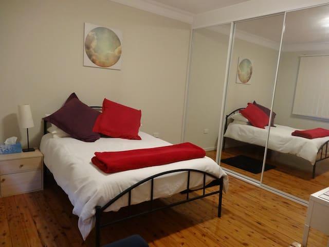 Sunny room in beach front villa - Ramsgate Beach - Haus