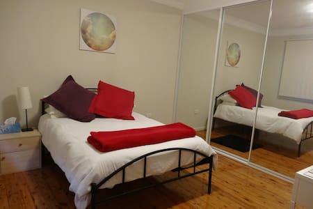 Sunny room in beach front villa - Ramsgate Beach - บ้าน