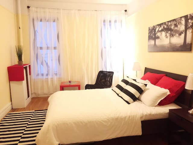 cozy,clean and 1 bed room with nice grand piano - Queens - Lägenhet
