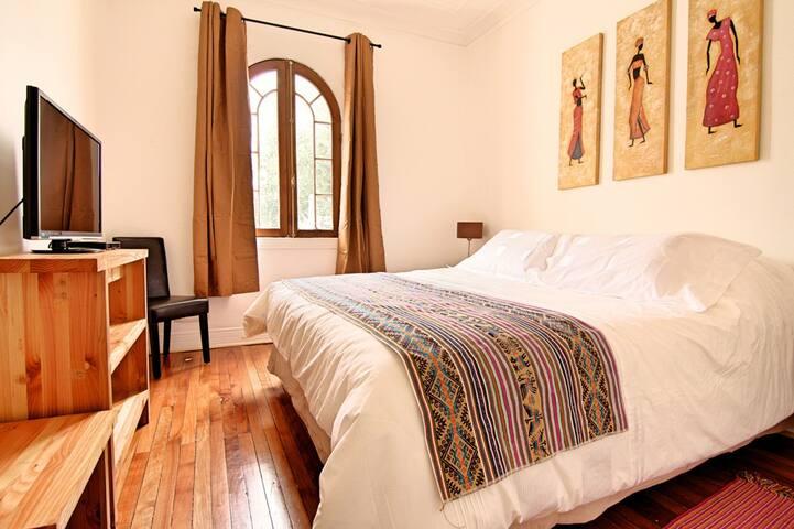 Habitación Doble, Baño Compartido con Desayuno
