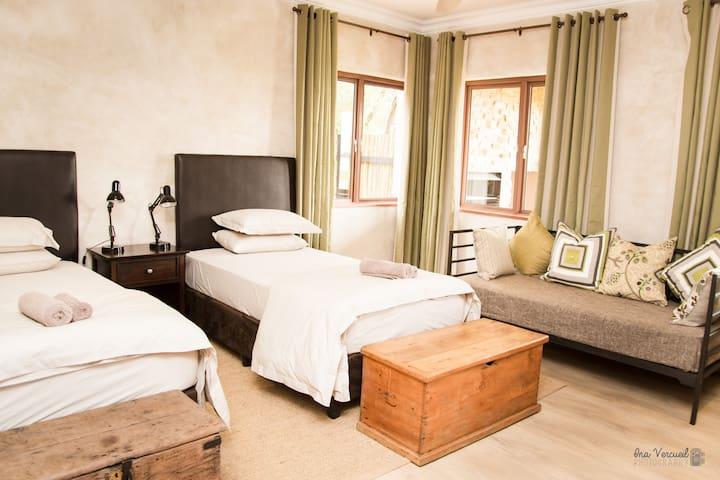 Bedroom 3 (Sleep 3)