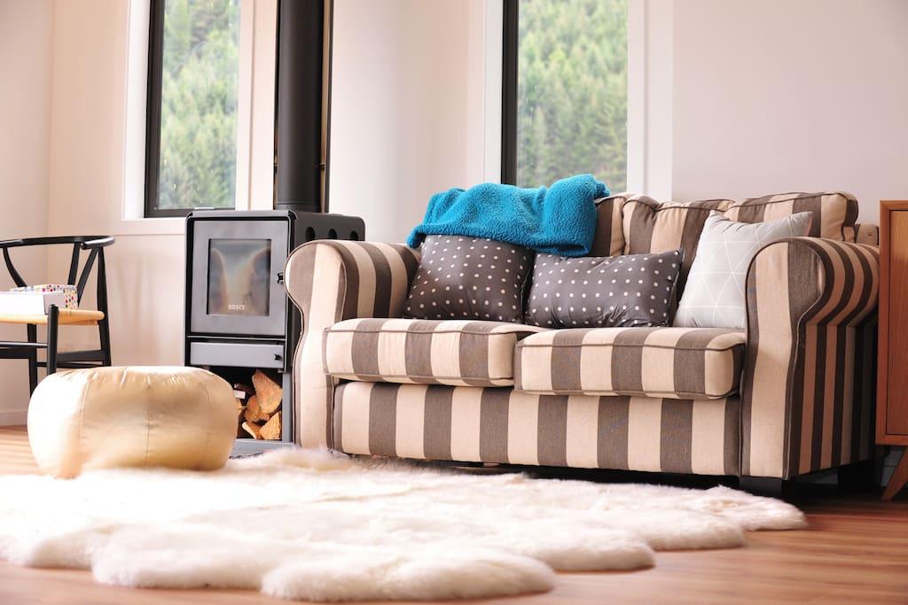 温暖舒适的客厅,开一瓶酒,在那一窗风景中放空自己。