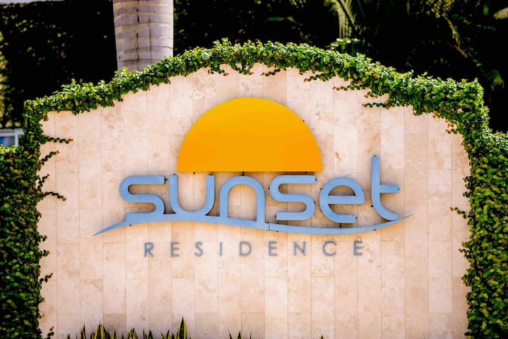 Sunset Residence Modern 2BD apt at Eagle Beach