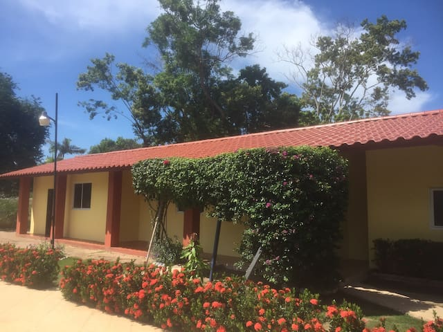 Casa de Los Suenos - Playa Coronado - Bed & Breakfast