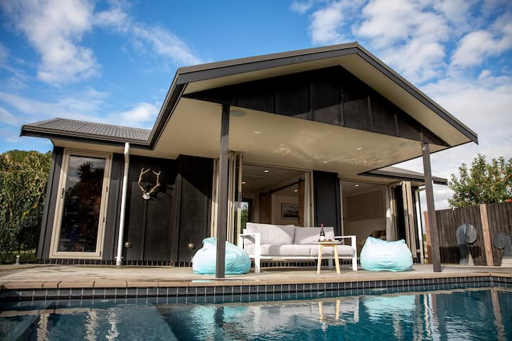 Cambridge Pool House, Saint Kilda NEW LISTING!