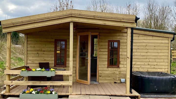 Beautiful Wooden tiny house | Cabin with hot tub 2