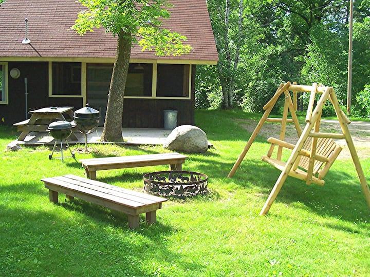 4 Bdrm Lakeside cabin, 1-12 peeps, near ATV trails